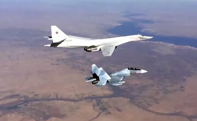 Máy bay tầm xa của Không quân Nga bắn trúng mục tiêu IS ở Syria .