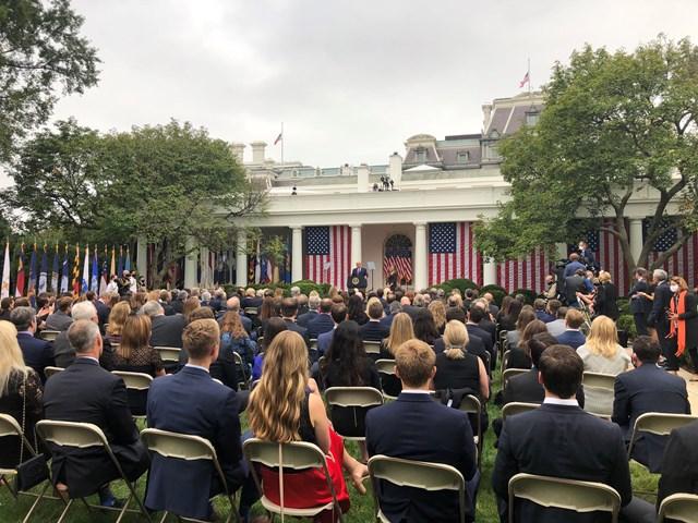 Quang cảnh tại Vườn Hồng Nhà Trắng khi Tổng thống Trump thông báo lựa chọn nhân sự tiếp theo cho chức danh Thẩm phán Tòa án Tối cao. Ảnh: Twitter.