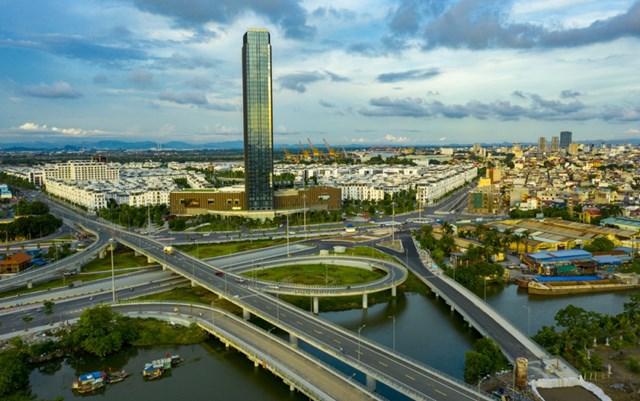 Bộ mặt giao thông và đô thị TP Hải Phòng ngày càng phát triển khang trang, hiện đại, đồng bộ và văn minh hơn.