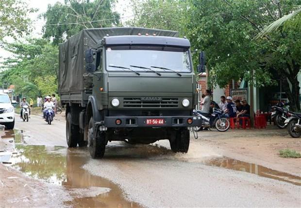 Các phương tiện xe cứu hộ xuất phát đi làm nhiệm vụ. (Ản. Trần Lê Lâm/TTXVN)