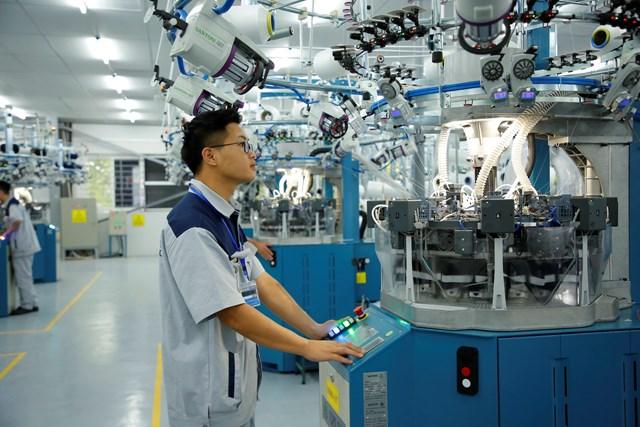 Doanh nghiệp đang chờ được hỗ trợ để khôi phục và phát triển sản xuất. Ảnh: Quang Vinh.
