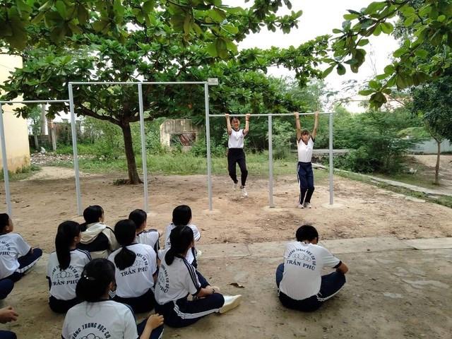 Đến nay đã có 144 bộ xà đơn được lắp đặt miễn phí tại các trường học trên địa bàn tỉnh Khánh Hòa.