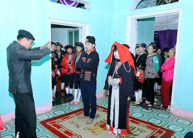 Đám cưới người Dao bây giờ vừa mang đậm bản sắc văn hóa vừa hiện đại.