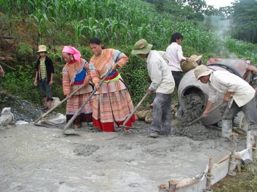 Làm đường giao thông nông thôn tại huyện Si Ma Cai, Lào Cai.