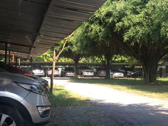 Bãi xe của hộ ông Ngô Văn Đức.