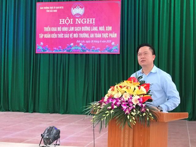 Ông Vũ Hùng, Phó Chủ tịch Ủy ban MTTQ Việt Nam tỉnh Bắc Ninh phát biểu tại hội nghị.