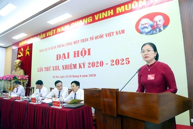 Phó Chủ tịch Trương Thị Ngọc Ánh điều hành phần thảo luận, góp ý kiến vào dự thảo các văn kiện.Ảnh: Kỳ Anh.