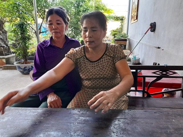 """Người dân xã Hòa Lộc mua phải đất """"chui"""" bức xúc khi làm việc với phóng viên."""