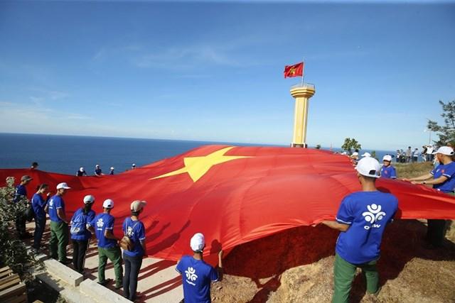Lần đầu tiên giải Vô địch Quốc gia Marathon và cự ly dài báoTiền Phongđược tổ chức trên hòn đảo Lý Sơn, tỉnh Quảng Ngãi.