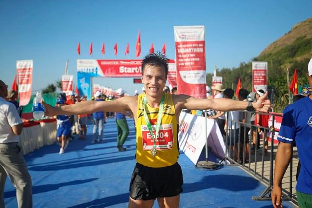 Tiền Phong marathon 2020: Hoàng Nguyên Thanh vô địch cự ly 42 km - Ảnh 2