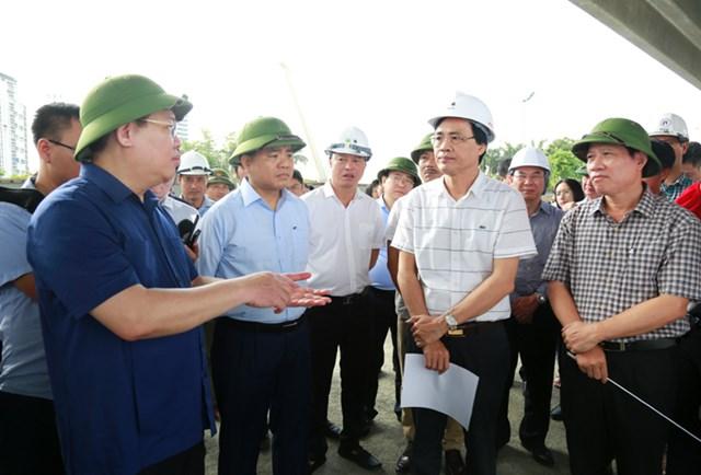 Lãnh đạo TP Hà Nội thị sát tiến độ thi công dự án mở rộng đường vành đai 3, đoạn Mai Dịch - cầu Thăng Long