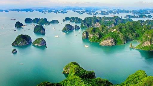 Vịnh Hạ Long lọt vào top 50 kỳ quan thế giới - Ảnh 1