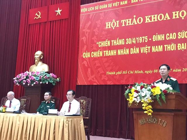 Trung tướng Nguyễn Tân Cương, Thứ trưởng Bộ Quốc phòng phát biểu chỉ đạo tại Hội thảo khoa học. (Ảnh: Hồng Phúc).