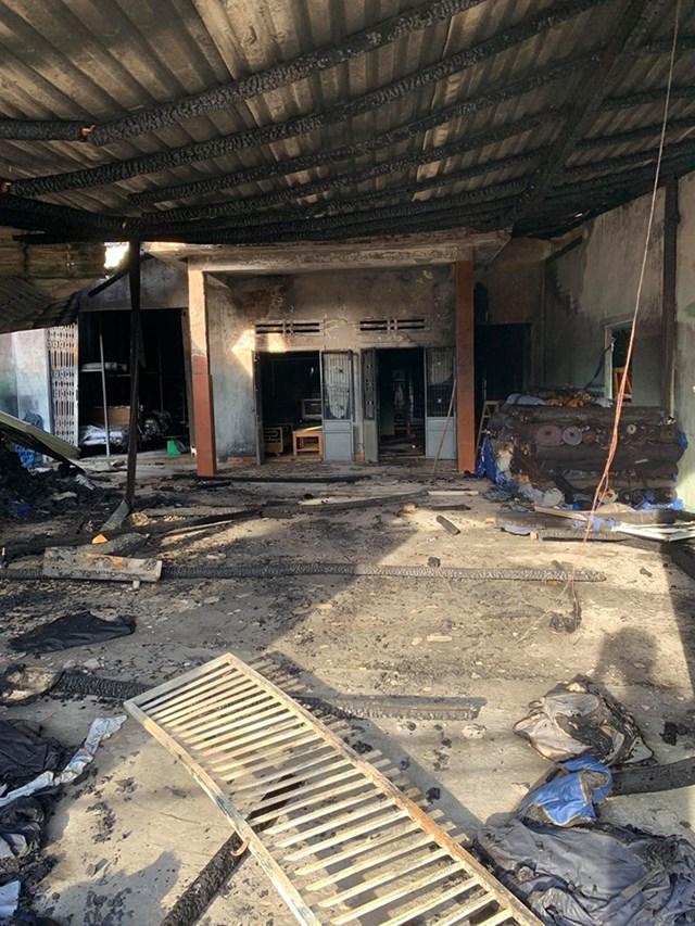 Hiện trường nơi xảy ra vụ cháy kho vải của ông Nhân.
