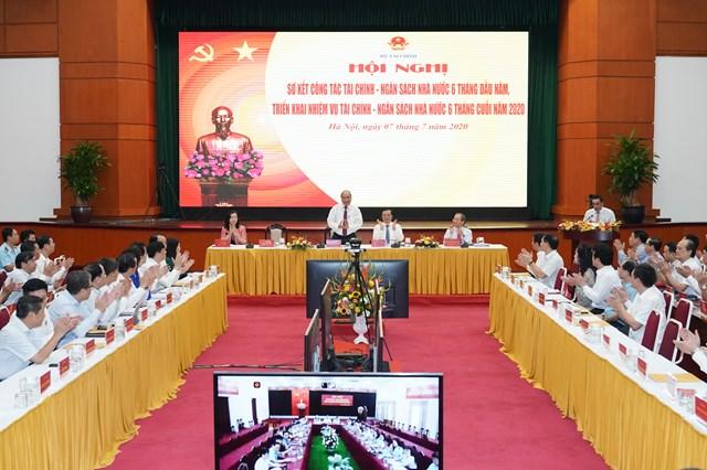 Thủ tướng Nguyễn Xuân Phúc dự Hội nghị sơ kết công tác tài chính - NSNN 6 tháng đầu năm và triển khai nhiệm vụ 6 tháng cuối năm 2020. Ảnh VGP/Quang Hiếu.