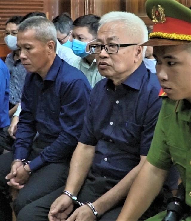 Ông Trần Phương Bình và các đồng phạm tại tòa.