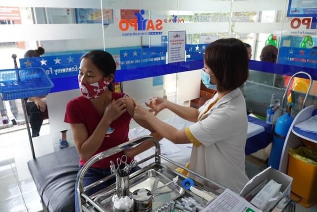 Nhiều người dân tại tỉnh Đắk Nông chủ động đến các cơ sở y tế để tiêm phòng bạch hầu.
