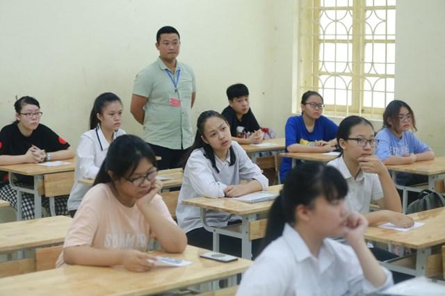 Thí sinh dự thi vào lớp 10 ở điểm thi trường THCS Thăng Long (Hà Nội). Ảnh: Phạm Quang Vinh.