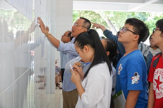 Hơn 2.000 thí sinh Nghệ An thi vào chuyên lớp 10 - Ảnh 1