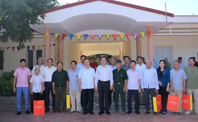 Chủ tịch Trần Thanh Mẫn thăm, tặng quà Trung tâm Điều dưỡng - Chăm sóc Người có công tỉnh Hưng Yên.
