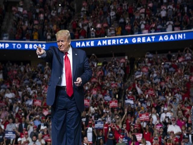 Tổng thống Mỹ Donald Trump trong buổi gặp gỡ người ủng hộ mình tại thành phố Tulsa, bang Oklahoma (tối ngày 20/6). Ảnh: AP.