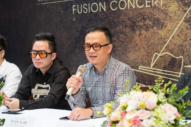 Nghệ sĩ Tuấn Nam (bên phải) và ca sĩ Tùng Dương.