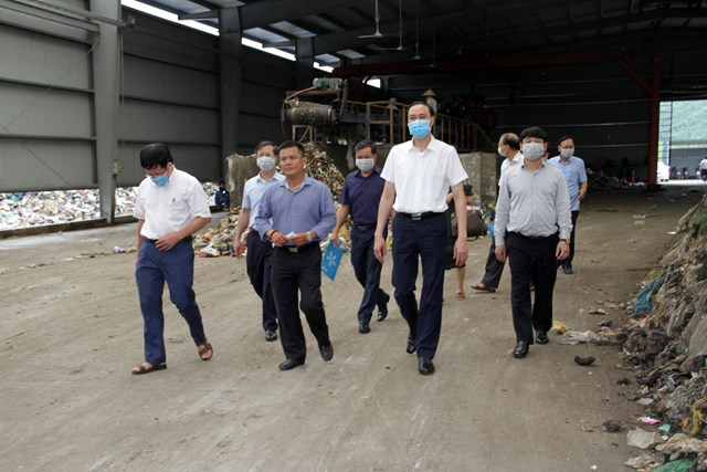 Đoàn công tác kiểm tra, giám sát công tác môi trường tại Nhà máy xử lý rác thải rắn Quỳnh Lưu.