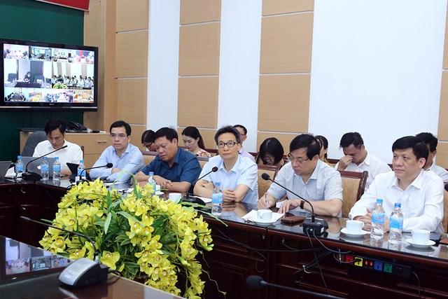Phó Thủ tướng Vũ Đức Đam họp trực tuyến với các bệnh viện về công tác phòng chống dịch bệnh. Ảnh VGP/Đình Nam.