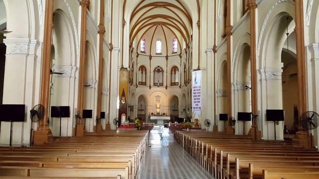 Các nhà thờ tại TP HCM tạm thời ngưng hoạt động thánh lễ để phòng, chống dịch Covid-19.