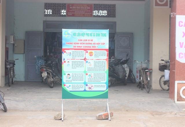 Các pano tuyên truyền phòng chống dịch đặt tại đầu chợ các huyện, thị xã.