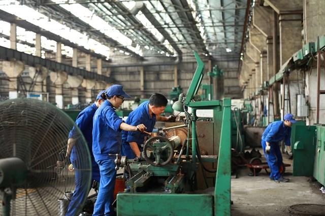 Cộng đồng doanh nghiệp vẫn chưa mặn mà với việc gia hạn thuế. Ảnh: Quang Vinh.