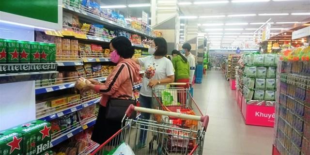 Hàng hóa trong siêu thị luôn đảm bảo cung cầu.