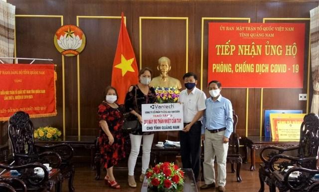 Mặt trận tỉnh Quảng Nam tiếp nhận 200 máy đo thân nhiệt cầm tay.