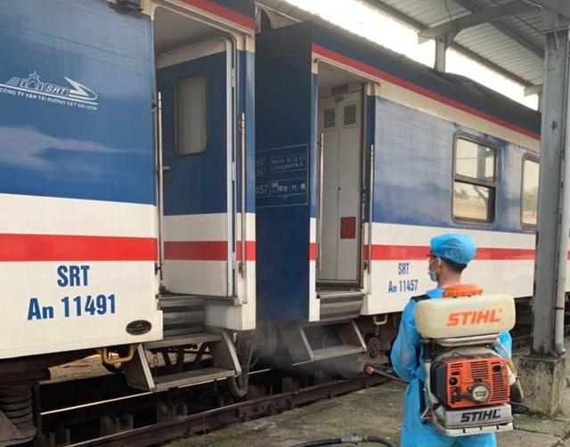 Ngành đường sắt quyết định ngưng 1 đôi tàu tuyến TP HCM - Hà Nội.