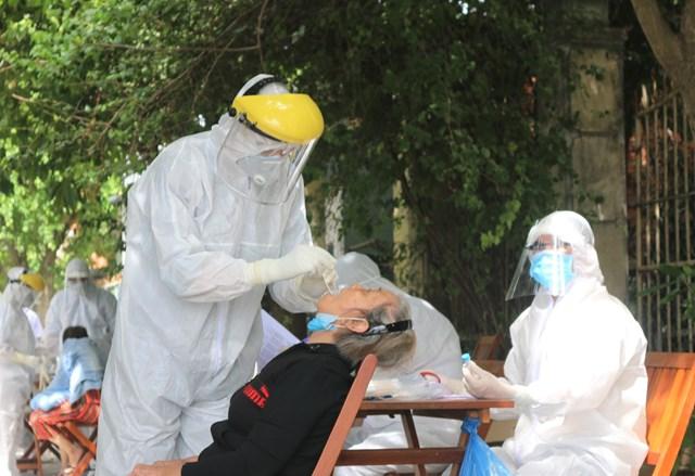 Bên trong khu dân cư bị phong tỏa vì dịch tại tỉnh Quảng Nam - Ảnh 1