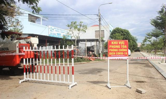 Bên trong khu dân cư bị phong tỏa vì dịch tại tỉnh Quảng Nam - Ảnh 2