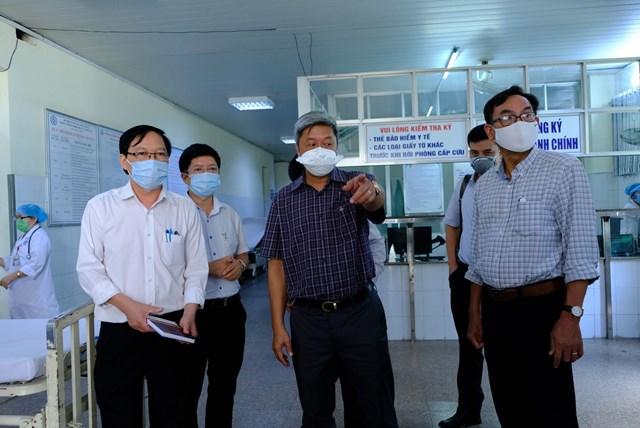 Thứ trưởng Bộ Y tế kiểm tra phòng, chống Covid-19 tại Quảng Ngãi - Ảnh 1