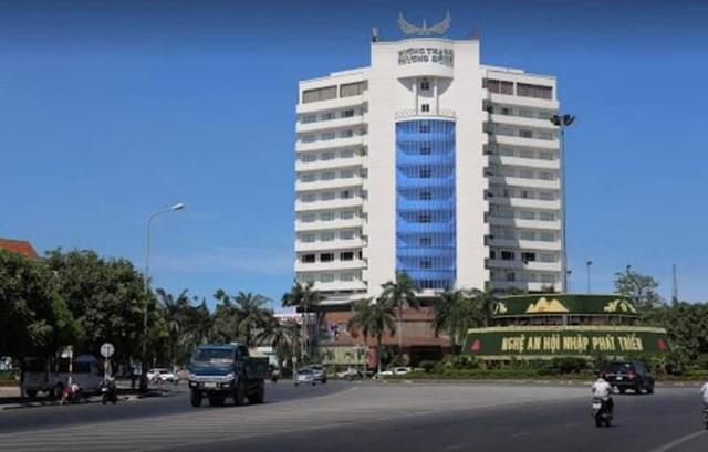 Khách sạn Mường Thanh Phương Đông và nhà hàng Hoa Sơn Bổn Quán tại TP Vinh nơi bệnh nhân 736 đến ăn và lưu trú.