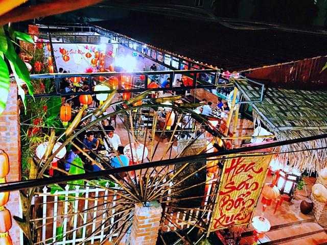 Nhà hàng Hoa Sơn Bổn Quán.