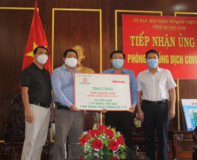 Báo Người lao động, VP tại miền Trung ủng hộ 1 tỷ đồng phòng, chống dịch Covid-19.