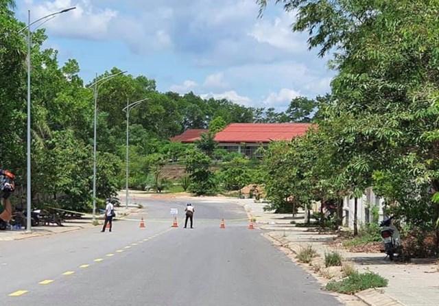 Lực lượng chức năng tỉnh Quảng Trị đã tiến hành phong tỏa 3 địa điểm liên quan đến bệnh nhân nhiễm Covid-19.