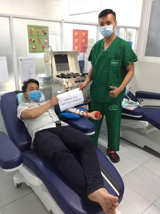 Bác sĩ Hùng vừa hiến tiểu cầu cứu sống một bệnh nhân.