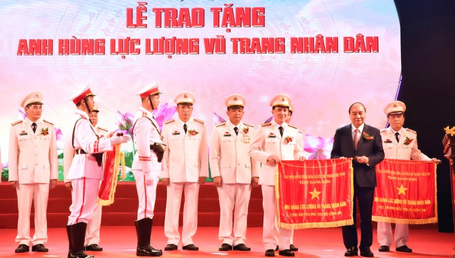 Thủ tướng Nguyễn Xuân Phúc tới dự và trao tặng danh hiệu cao quý cho Công an tỉnh Phú Thọ.