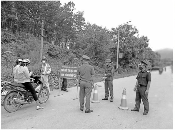 Thôn Đồng Chu lập chốt trạm để khoanh vùng dập dịch.