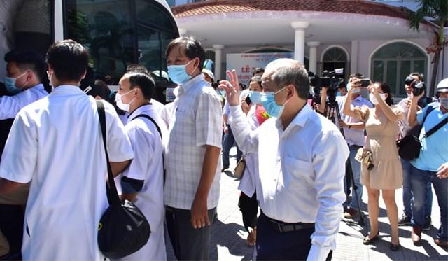 Đoàn cán bộ y tế Thừa Thiên - Huế chi viện cho Đà Nẵng.