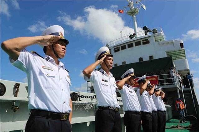 Cán bộ, chiến sĩ hải quân lên đường, ra nhận nhiệm vụ tại quần đảo Trường Sa. Ảnh: TTXVN.