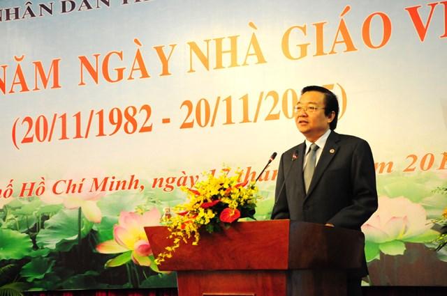 Ông Lê Hồng Sơn, Giám đốc Sở GDĐT TP HCM tại lễ kỷ niệm ngày Nhà giáo Việt Nam.