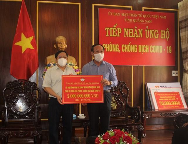 Mặt trận tỉnh Quảng Nam hỗ trợ 2 tỷ đồng cho BVĐK TƯ Quảng Nam.