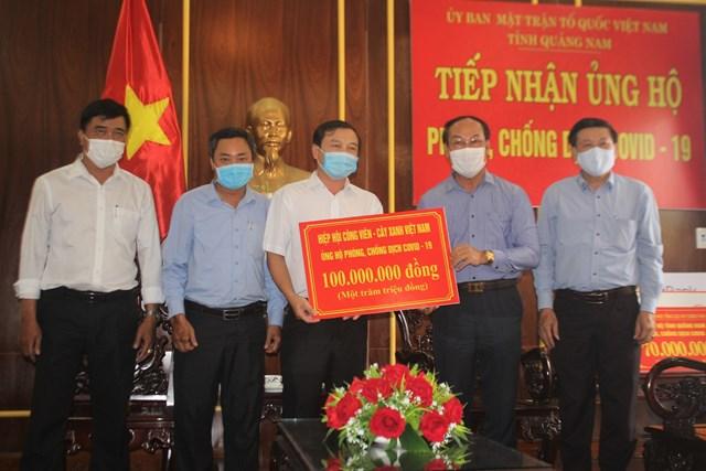 Hiệp hội Công viên - Cây xanh Việt Nam hỗ trợ 100 triệu đồng.