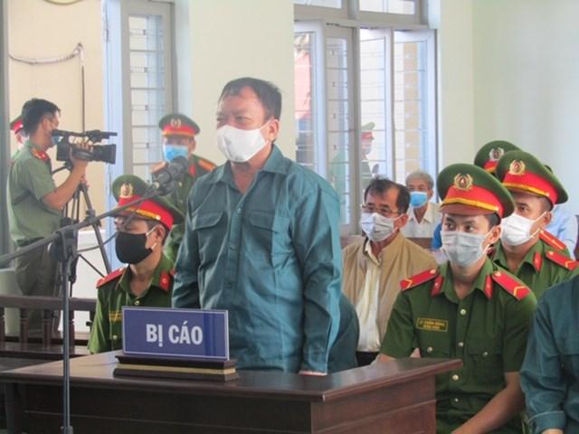 Bị cáo Trần Hoàng Khôi, nguyên Phó Chủ tịch UBND TP Phan Thiết. Ảnh Lý Nam.